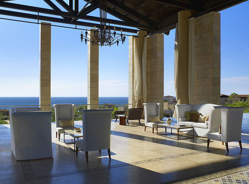 800px-The_Romanos,_a_Luxury_Collection_Resort,_Costa_Navarino