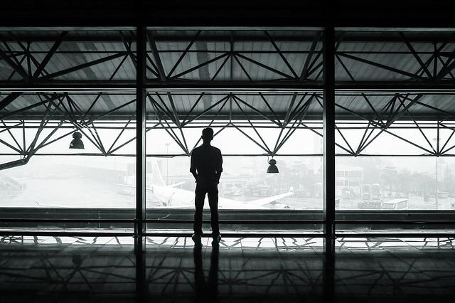 airport-351472_640