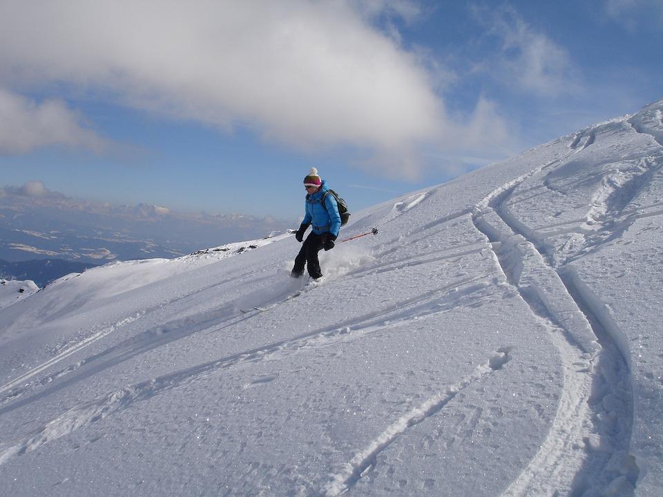 skiing-274423_960_720
