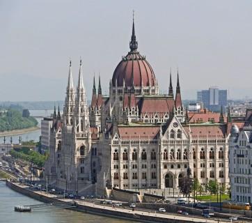 budapest-1309423_1280