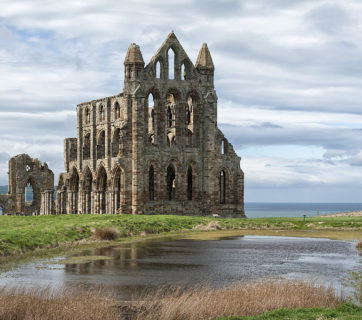 Whitby_Abbey_ruins,_Yorkshire