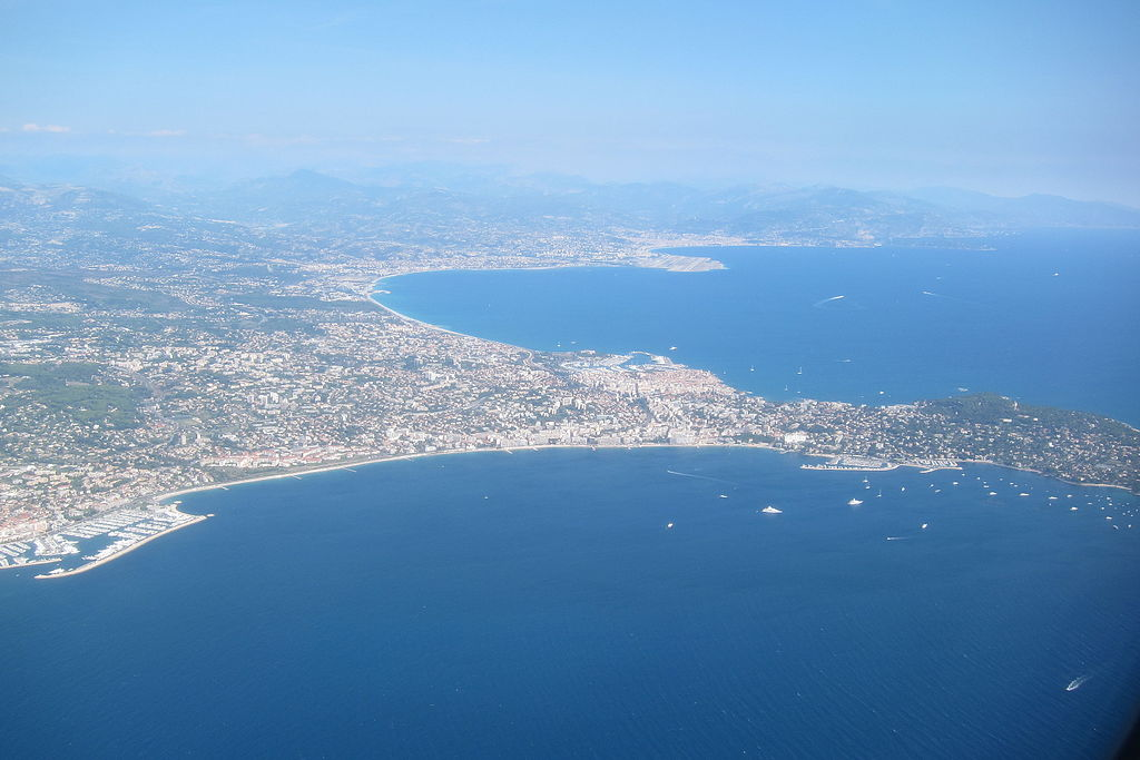 Aerial_photograph_of_Antibes_Juan-les-Pins_(2)