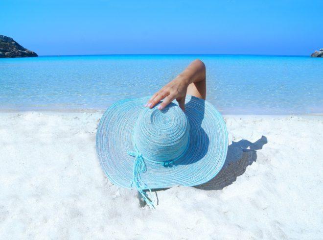 fashion-model-beach-hat