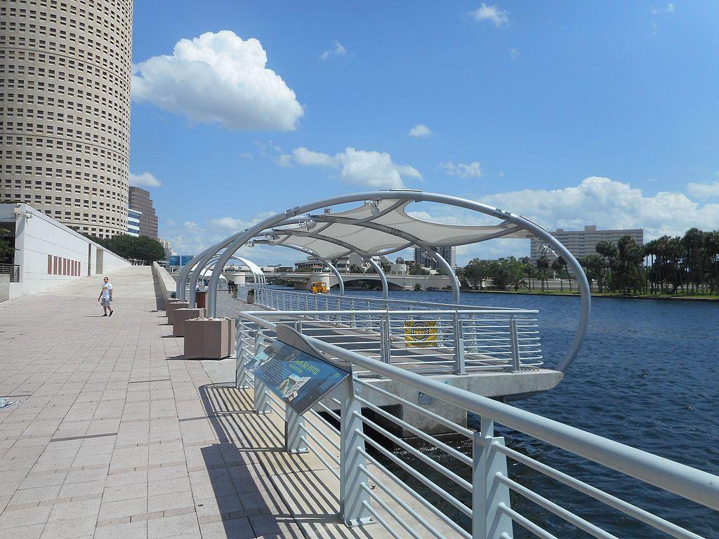 Tampa_Riverwalk;_To_Kennedy_Boulevard_Bridge